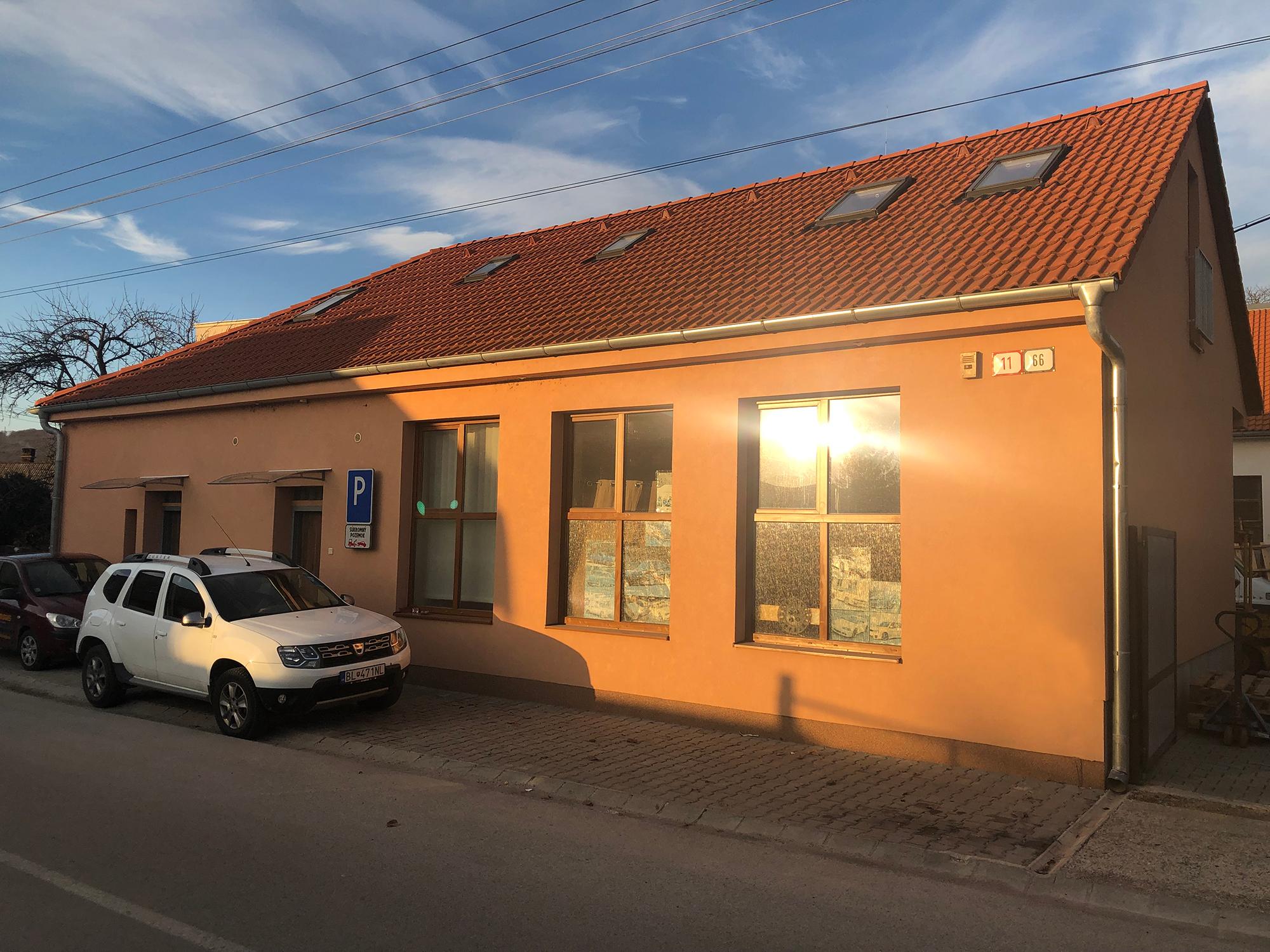 Ubytovanie, prenájom priestorov a strojov v meste Trenčín